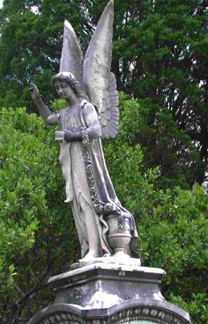 Angel statue at Rose Hill Cemetery