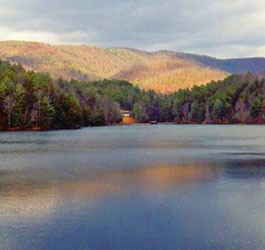 Beautiful lake and mountains at Unicoi State Park